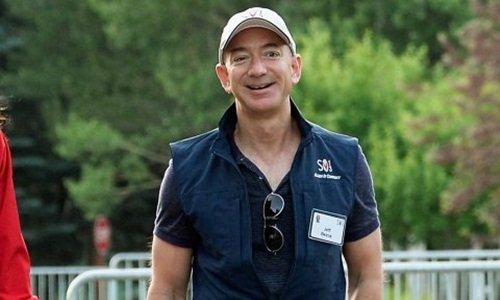 Tỷ phú Amazon hỏi mọi người cách làm từ thiện