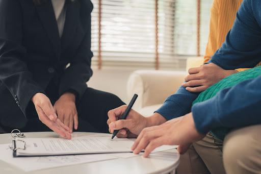 Kỹ sư và Bản hợp đồng lao động đầu tiên